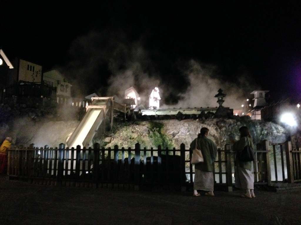 夜の湯畑1