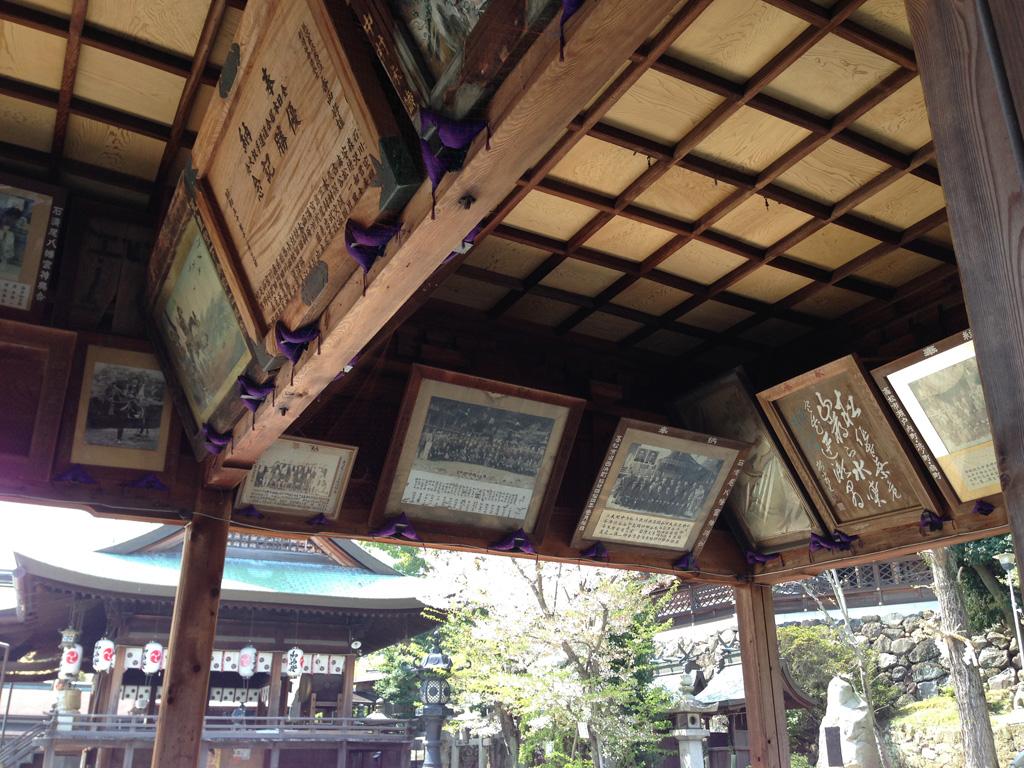 石清尾八幡宮の絵馬堂の内側