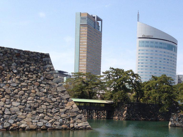 高松城跡とシンボルタワー