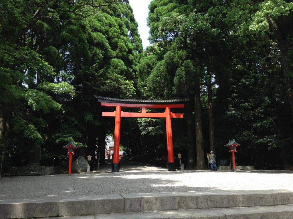 霧島神宮の赤い鳥居